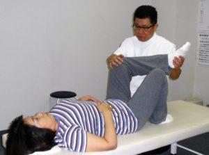 坐骨神経痛は、腰の「関節を支える」筋力が低下して起こっています